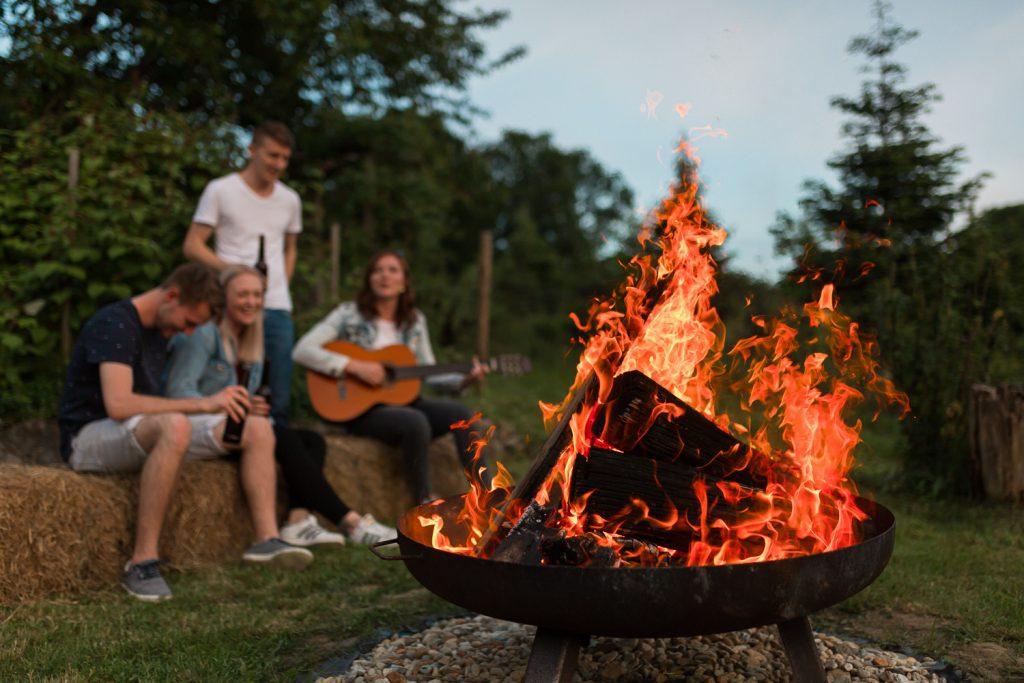 Feuerstelle: Gemeinsam feiern im Urlaub, wohlfühlen am Lindenhof